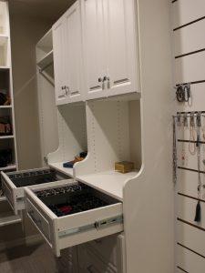 8761848f07a4bc0e_2134-w500-h666-b0-p0-modern-closet