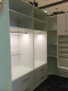 c24137a90673287e_3097-w500-h666-b0-p0-traditional-closet