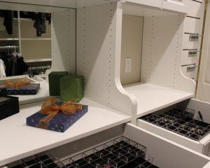 2fb1972307a4bc39_2153-w500-h400-b0-p0-modern-closet