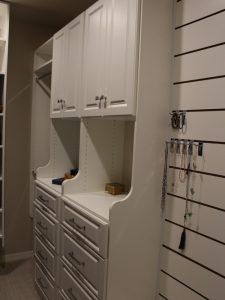 8111417907a4bbf1_2140-w500-h666-b0-p0-modern-closet